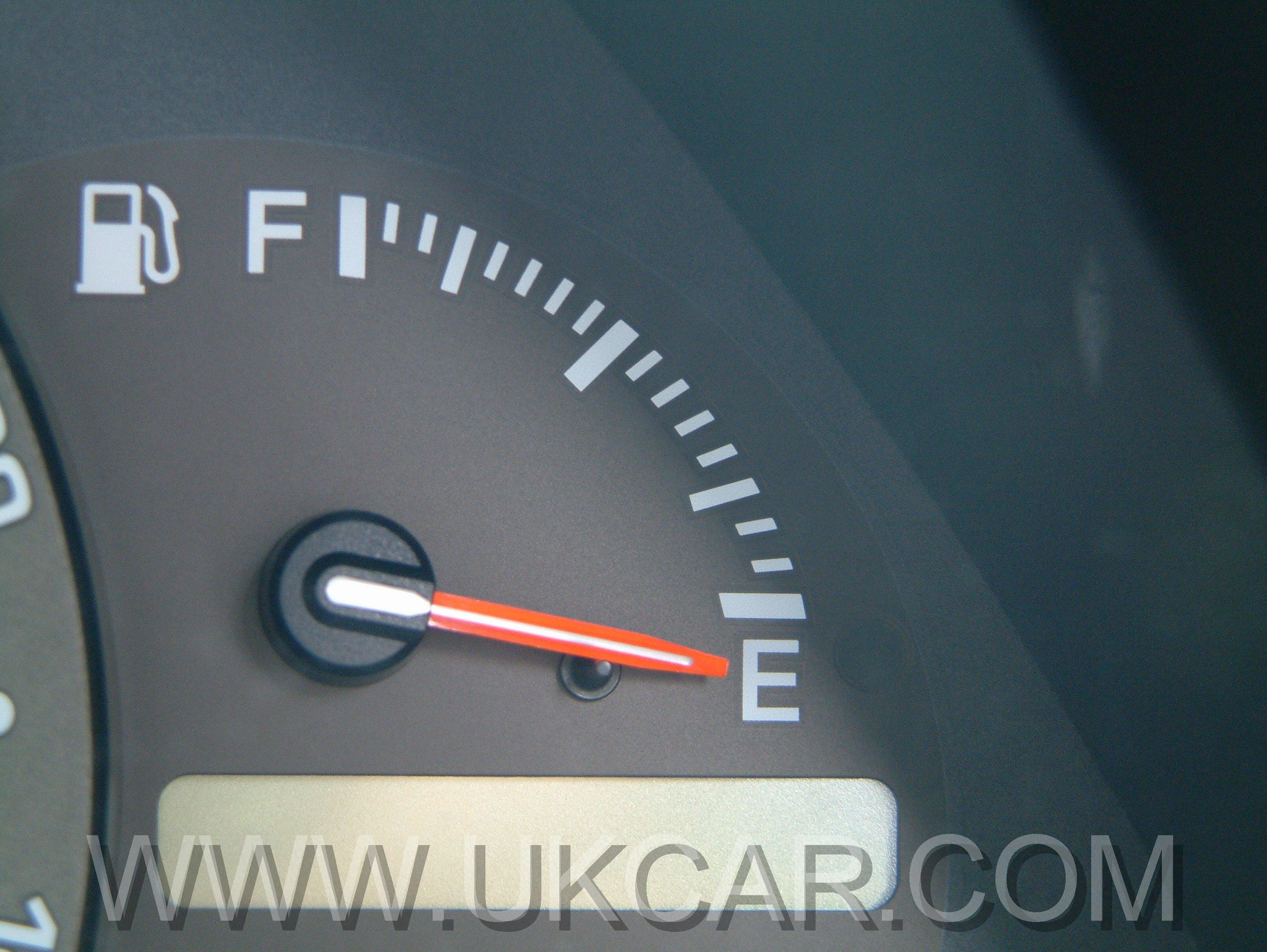 http://www.ukcar.com/road_tests/Lexus/lexus-is/LEXUS-IS-200-FUEL-GAUGE.jpg